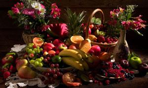 插花瓶与一堆水果特写摄影高清图片