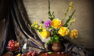 葡萄水果与黄玫瑰特写摄影高清图片