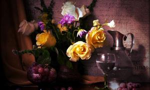 酒杯酒器与玫瑰花特写摄影高清图片