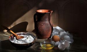 陶器与面粉鸡蛋等特写摄影高清图片