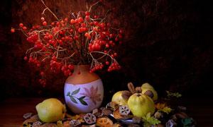 水果与陶罐里的红果子摄影五百万彩票图片