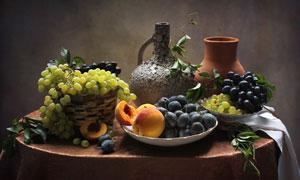 蓝莓葡萄与陶罐等特写摄影高清图片