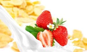 牛奶与鲜嫩的草莓特写摄影高清图片