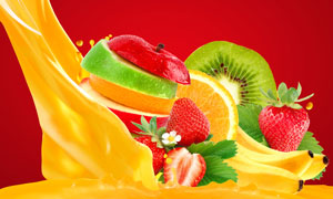 果汁与切开的多种水果摄影高清图片