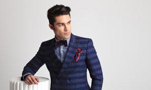 格子西裝服飾男子模特攝影高清圖片