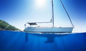 海面上的帆船自然风景摄影高清图片