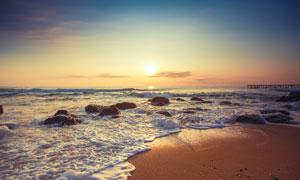 天空阳光与海边的石头摄影高清图片