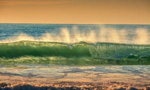 大海上卷起的大浪风光摄影高清图片