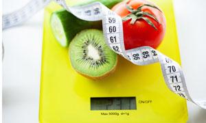 称重秤上的水果等特写摄影高清图片