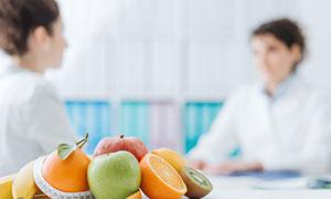 摆放在桌上的水果特写摄影高清图片