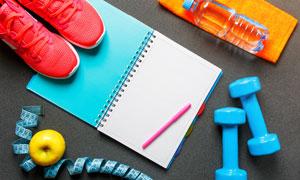 健身运动必需用品特写摄影高清图片