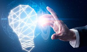 触碰灯泡的手创意视觉设计高清图片