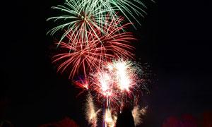节日庆典夜空璀璨烟花摄影高清图片