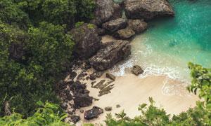 大海边的礁石鸟瞰视角摄影高清图片