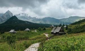 山间小路房子自然风光摄影高清图片