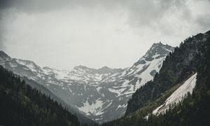 多云天气下的山间风光摄影高清图片