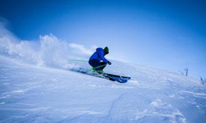 寒冷冬季滑雪运动人物摄影高清图片