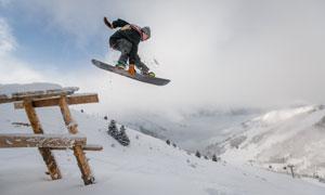 滑板滑雪极限运动人物摄影高清图片