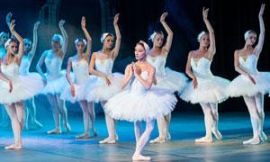 在舞台上的芭蕾舞美女摄影高清图片