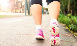 慢跑散步人物腿脚特写摄影高清图片