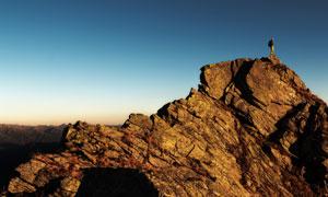 日落时分蓝天山峰风景摄影高清图片