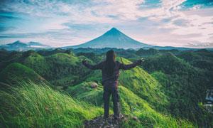 天空白云山丘自然景观摄影高清图片