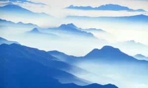 云海雾气中的连绵群山摄影高清图片
