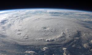 不断移动中的风暴中心摄影高清图片
