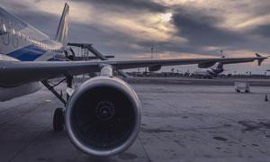 在停机坪上的飞机局部摄影高清图片