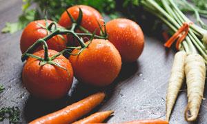 胡萝卜与西红柿等特写摄影高清图片