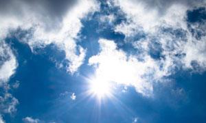 蓝天白云耀眼阳光风景摄影高清图片