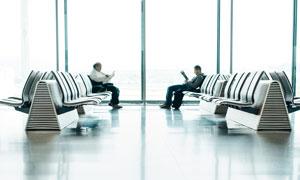宽敞明亮机场候机大厅摄影高清图片