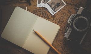 记事本铅笔与照相机相片等五百万彩票图片