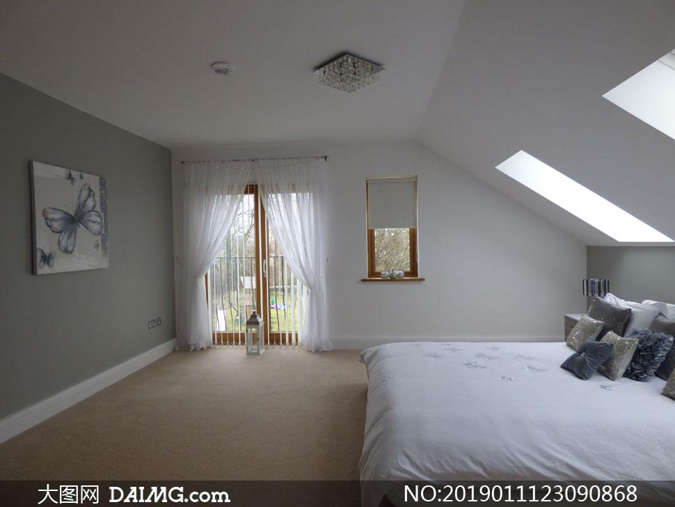 阁楼结构卧室房间内景摄影高清图片