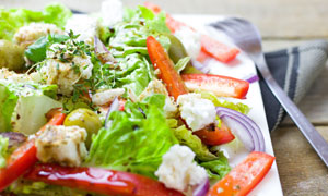 色彩鲜艳美味蔬菜色拉摄影高清图片