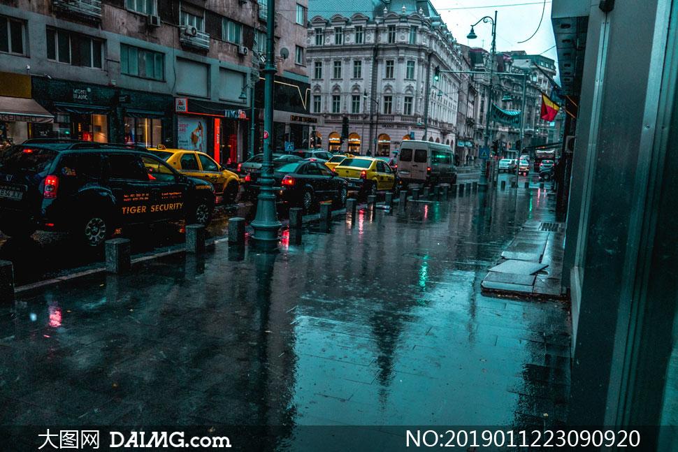下着雨的城市交通状况摄影高清图片