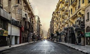 大街上行人稀少的城市摄影高清图片