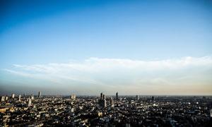 航拍视角蓝天白云城市风光高清图片