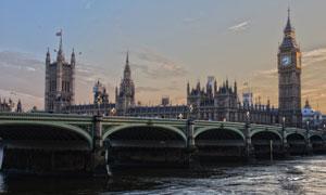 英国伦敦的伊丽莎白塔摄影高清图片
