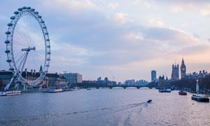 伦敦泰晤士河畔摩天轮摄影高清图片