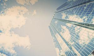 天空白云与建筑物外墙摄影高清图片