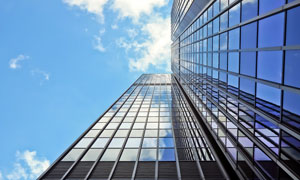 仰视角度拍摄的天空建筑物高清图片