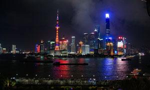 上海浦东陆家嘴建筑群夜景摄影图片