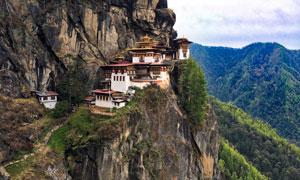 建在悬崖峭壁上的寺庙摄影高清图片