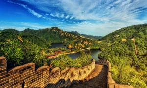 城墙与连绵的群山风光摄影高清图片