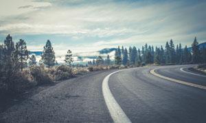 天空云雾公路弯道风光摄影高清图片