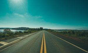 天空湖泊公路自然风光摄影高清图片