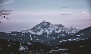 积雪下的高山自然风景摄影高清图片