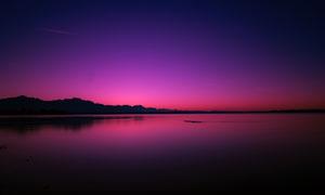 黄昏湖畔炫丽霞光风景摄影高清图片