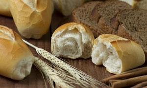 麦穗与口感松软的面包摄影高清图片